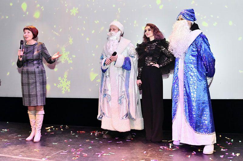 28 декабря 2018 года. Новогодний бал студентов СПбГУП в концертном зале музея современного искусства «Эрарта»