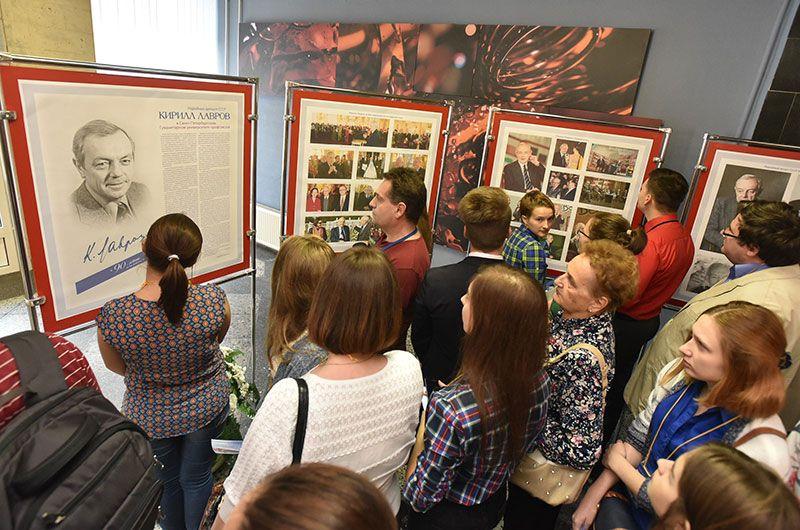 15 сентября 2015 год. Фотовыставка «Кирилл Лавров в Университете профсоюзов»